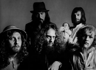 http://rgcred.files.wordpress.com/2009/10/jethro-tull-band-pic.jpg