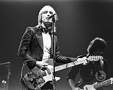 tom petty covers nick lowe cracking up plus a bob dylan cover rock god cred. Black Bedroom Furniture Sets. Home Design Ideas